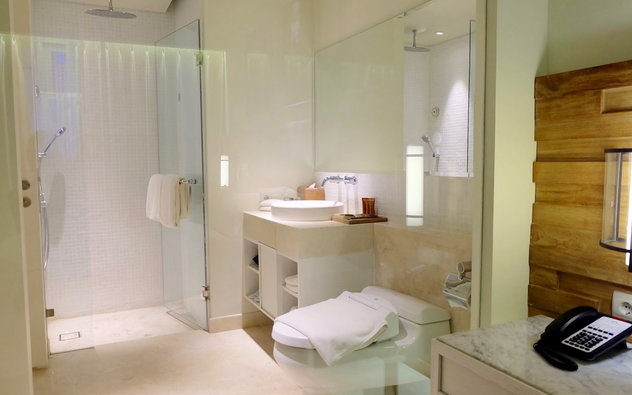 Bathroom Deluxe Room of Bali Paragon Jimbaran